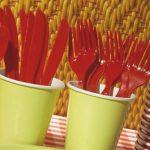 França se tornou o primeiro país a proibir plásticos como utensílios de cozinha